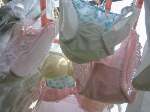 女の子のパンツやブラジャーなどの干した洗濯物の盗撮エロ画像 37枚 No.15