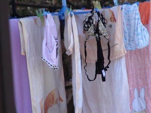 女の子のパンツやブラジャーなどの干した洗濯物の盗撮エロ画像 37枚 No.17