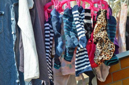 女の子のパンツやブラジャーなどの干した洗濯物の盗撮エロ画像 37枚 No.19