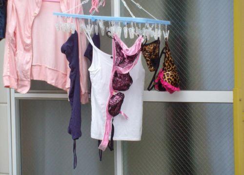 女の子のパンツやブラジャーなどの干した洗濯物の盗撮エロ画像 37枚 No.30