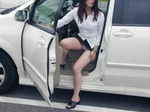 (秘密撮影写真)自動車の乗り降りする時のパンツ丸見えってえろいよな☆ 34枚