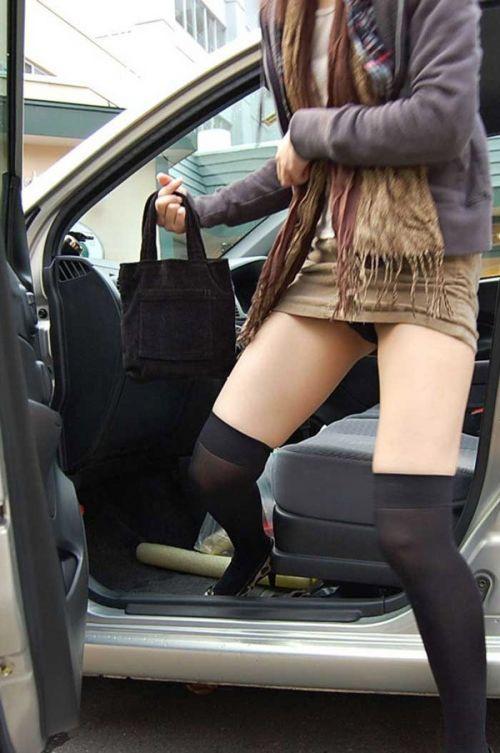 【盗撮画像】自動車の乗り降りする時のパンチラってエロいよな! 34枚 No.3