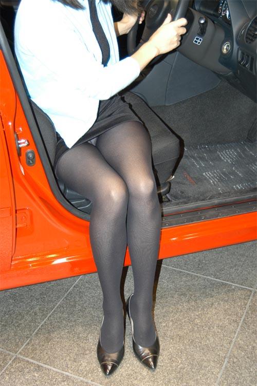 【盗撮画像】自動車の乗り降りする時のパンチラってエロいよな! 34枚 No.9