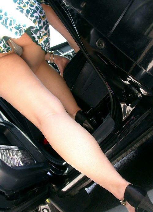 【盗撮画像】自動車の乗り降りする時のパンチラってエロいよな! 34枚 No.12