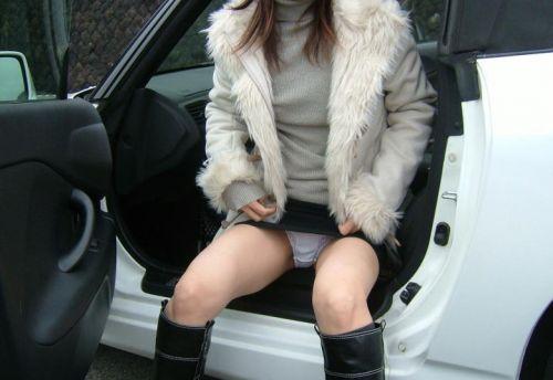 【盗撮画像】自動車の乗り降りする時のパンチラってエロいよな! 34枚 No.13