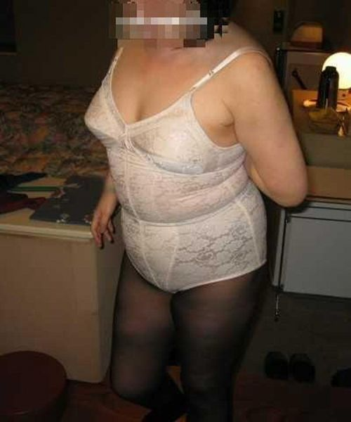 補正下着を着たムチムチなで豊満な熟女・人妻のエロ画像 39枚 No.20