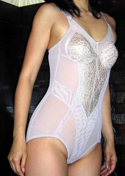 補正下着を着たムチムチなで豊満な熟女・人妻のエロ画像 39枚 No.22