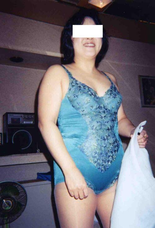 補正下着を着たムチムチなで豊満な熟女・人妻のエロ画像 39枚 No.33