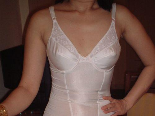 補正下着を着たムチムチなで豊満な熟女・人妻のエロ画像 39枚 No.37