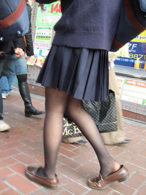 【画像】黒タイツJKの足がエロくてムラムラする奴ちょっと来い! 36枚 No.10