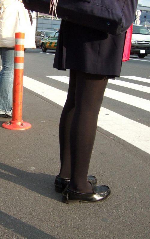 【画像】黒タイツJKの足がエロくてムラムラする奴ちょっと来い! 36枚 No.14