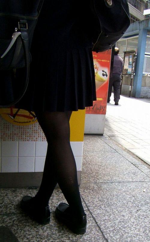 【画像】黒タイツJKの足がエロくてムラムラする奴ちょっと来い! 36枚 No.17