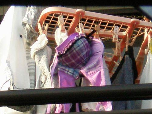 ベランダで干してあるパンティやブラジャーを盗撮した下着エロ画像 34枚 No.2
