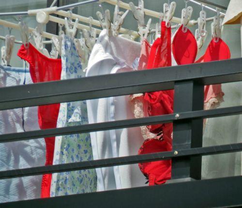 ベランダで干してあるパンティやブラジャーを盗撮した下着エロ画像 34枚 No.8