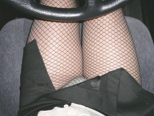 自動車内でストッキングを履いたお姉さんのパンチラ盗撮画像 41枚 No.39