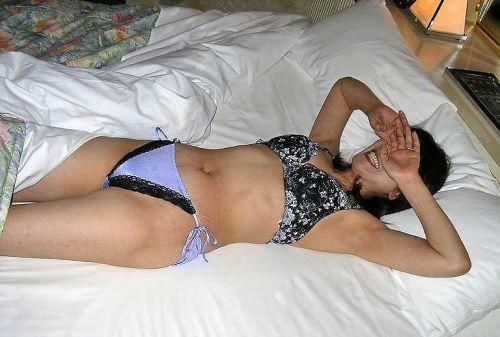【画像】TバックやTフロントの紐パンを履いた熟女・人妻がエロ過ぎたww 32枚 No.32