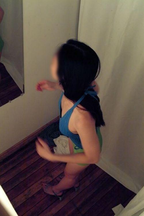 【盗撮画像】試着室で着替えてる無防備な素人ギャル達がエロ過ぎwww 32枚 No.2