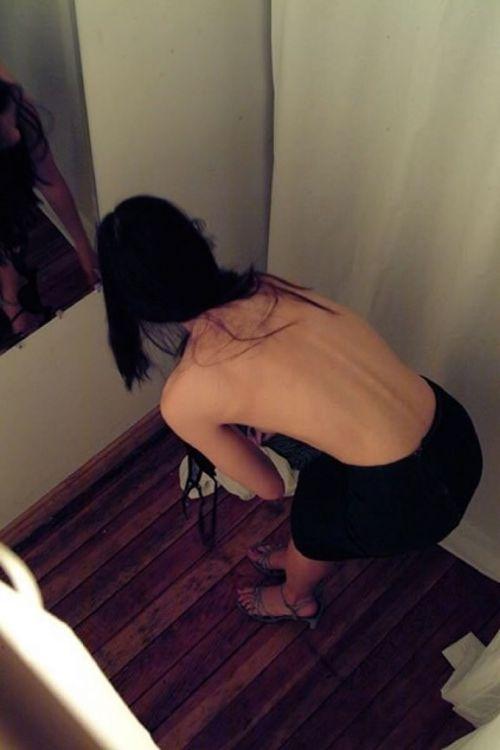 【盗撮画像】試着室で着替えてる無防備な素人ギャル達がエロ過ぎwww 32枚 No.20