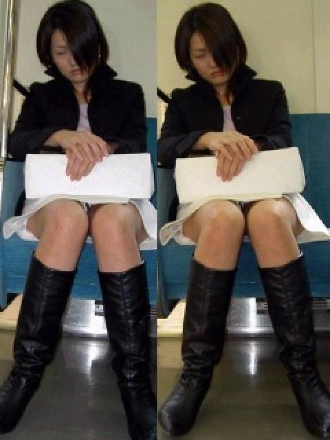 電車内で対面に座ったOLのトライアングルパンチラを盗撮したエロ画像 34枚 No.7