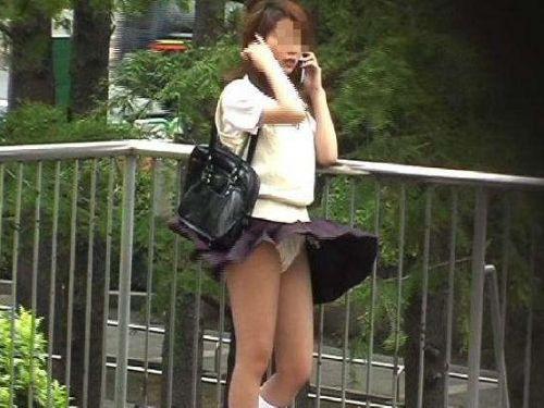 制服姿の女子校生の色んなパンティがパンモロしているエロ画像 36枚 No.1
