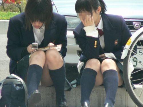 制服姿の女子校生の色んなパンティがパンモロしているエロ画像 36枚 No.15
