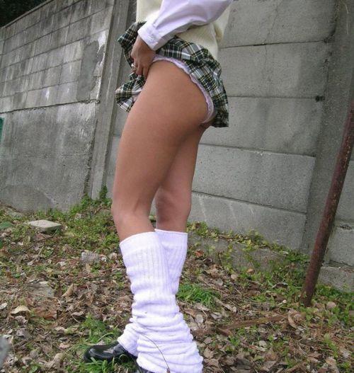 制服姿の女子校生の色んなパンティがパンモロしているエロ画像 36枚 No.21