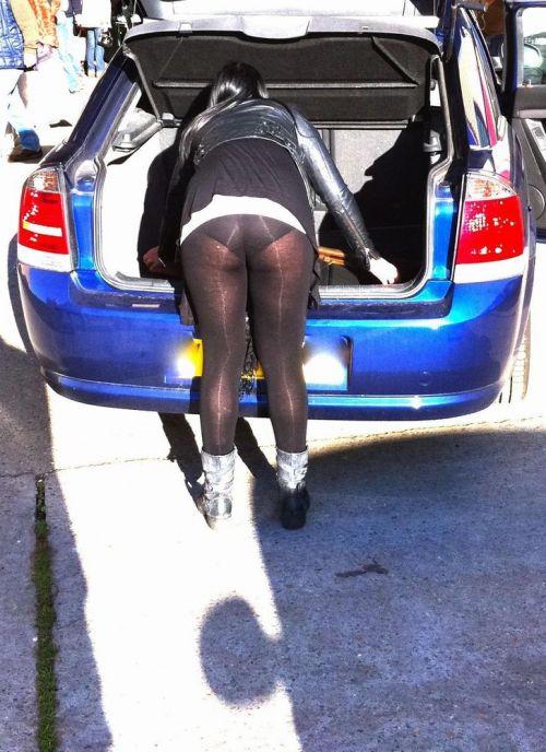 自動車の乗り降りするお尻限定でパンチラを盗撮したエロ画像 35枚 No.4