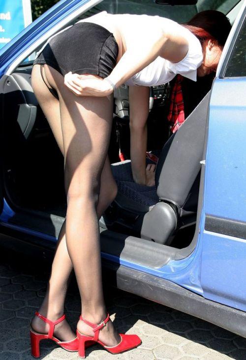 自動車の乗り降りするお尻限定でパンチラを盗撮したエロ画像 35枚 No.16