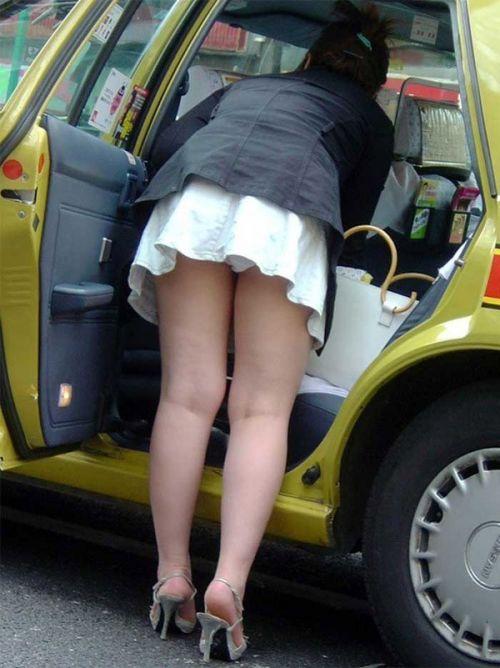 自動車の乗り降りするお尻限定でパンチラを盗撮したエロ画像 35枚 No.19