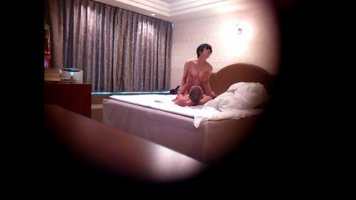 ラブホテルで盗撮された生々しい素人カップルのセックスエロ画像 35枚 No.13