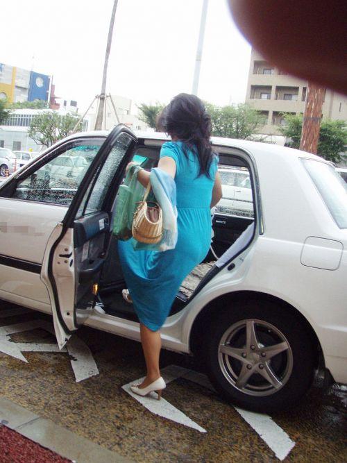 車を乗り降りする女の子の太ももやお尻のパンティラインを盗撮したエロ画像 43枚 No.6
