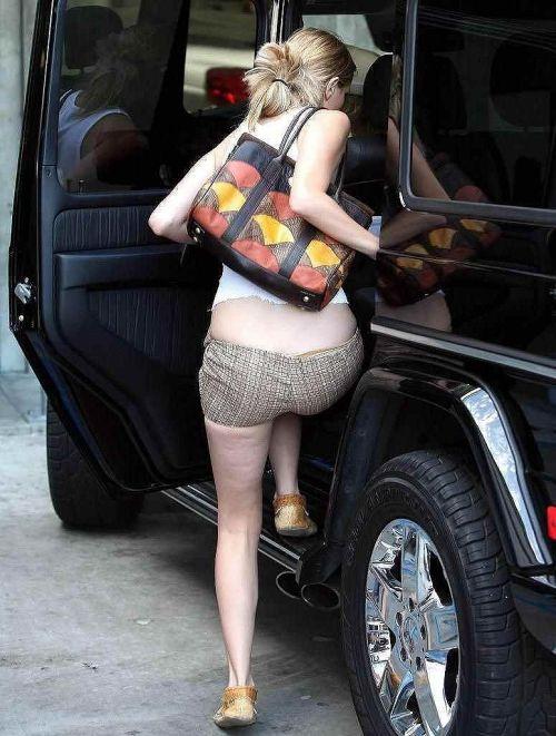 車を乗り降りする女の子の太ももやお尻のパンティラインを盗撮したエロ画像 43枚 No.7