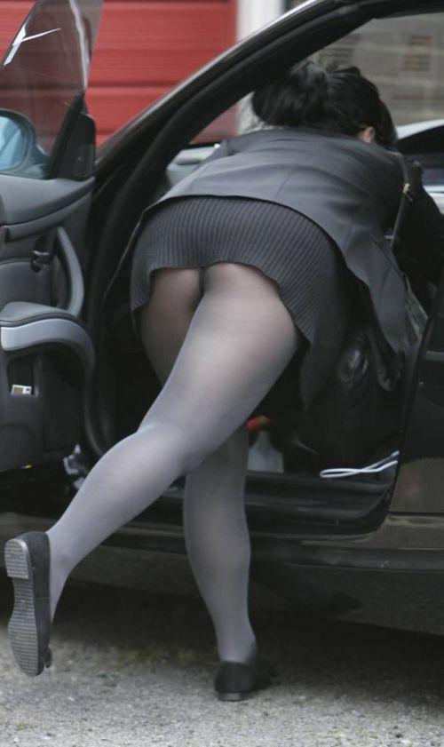 車を乗り降りする女の子の太ももやお尻のパンティラインを盗撮したエロ画像 43枚 No.18
