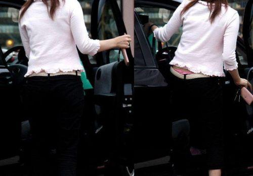車を乗り降りする女の子の太ももやお尻のパンティラインを盗撮したエロ画像 43枚 No.19