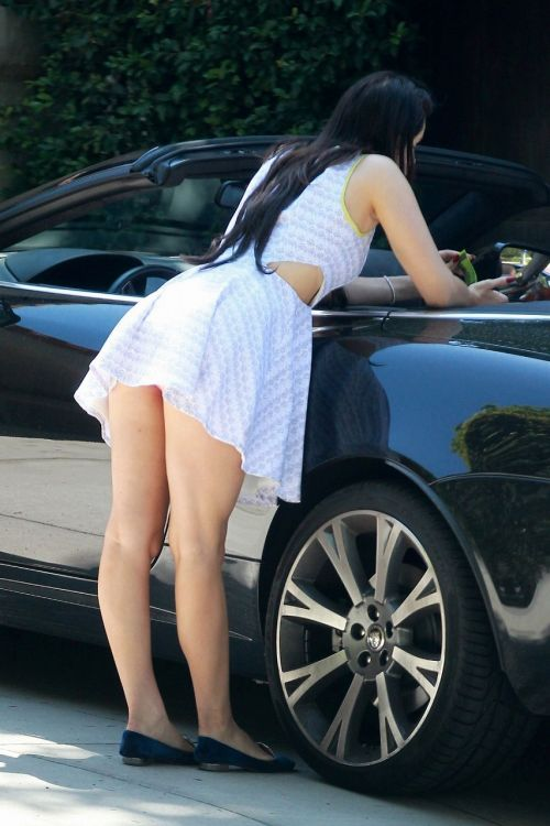 車を乗り降りする女の子の太ももやお尻のパンティラインを盗撮したエロ画像 43枚 No.23