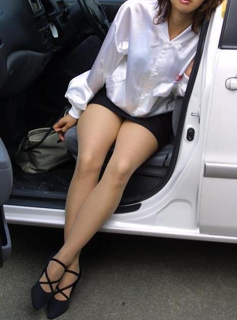 車を乗り降りする女の子の太ももやお尻のパンティラインを盗撮したエロ画像 43枚 No.25