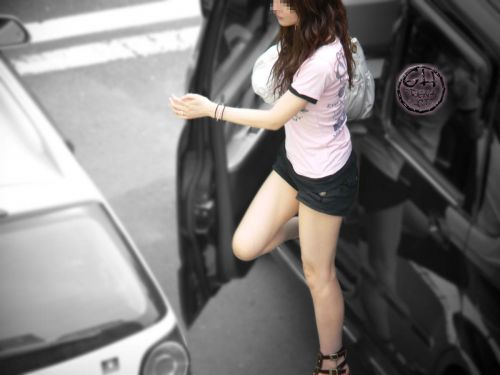 車を乗り降りする女の子の太ももやお尻のパンティラインを盗撮したエロ画像 43枚 No.26