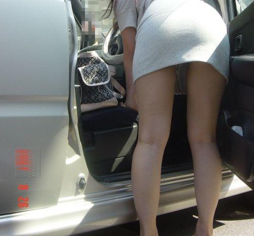 車を乗り降りする女の子の太ももやお尻のパンティラインを盗撮したエロ画像 43枚 No.28