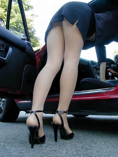 車を乗り降りする女の子の太ももやお尻のパンティラインを盗撮したエロ画像 43枚 No.31