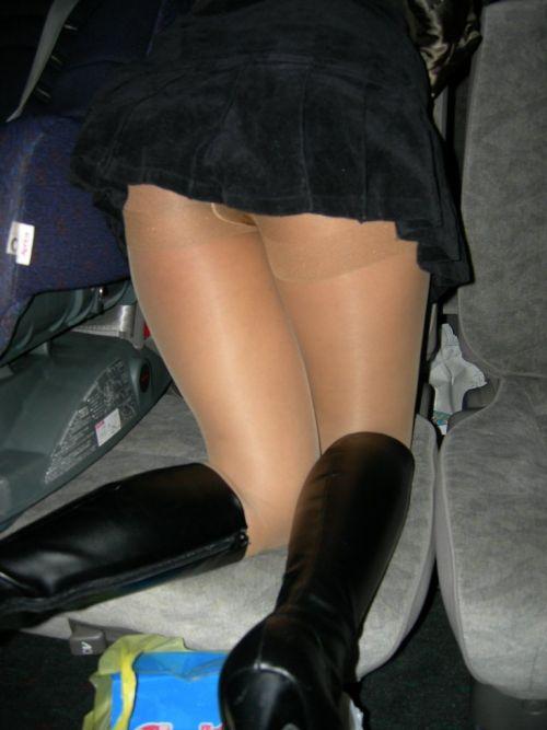 車を乗り降りする女の子の太ももやお尻のパンティラインを盗撮したエロ画像 43枚 No.33