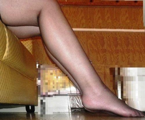 黒ストッキングを履いたの熟女の太ももとお尻に顔を埋めたくなるエロ画像 37枚 No.3