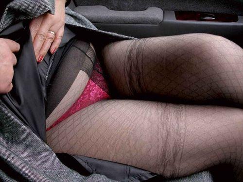 黒ストッキングを履いたの熟女の太ももとお尻に顔を埋めたくなるエロ画像 37枚 No.4