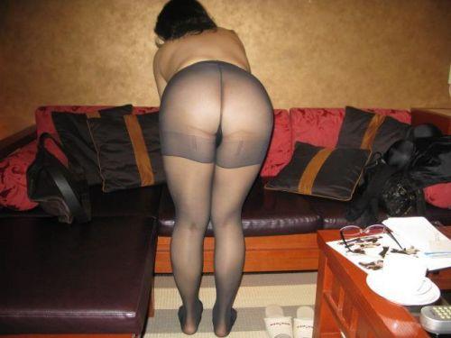 黒ストッキングを履いたの熟女の太ももとお尻に顔を埋めたくなるエロ画像 37枚 No.14
