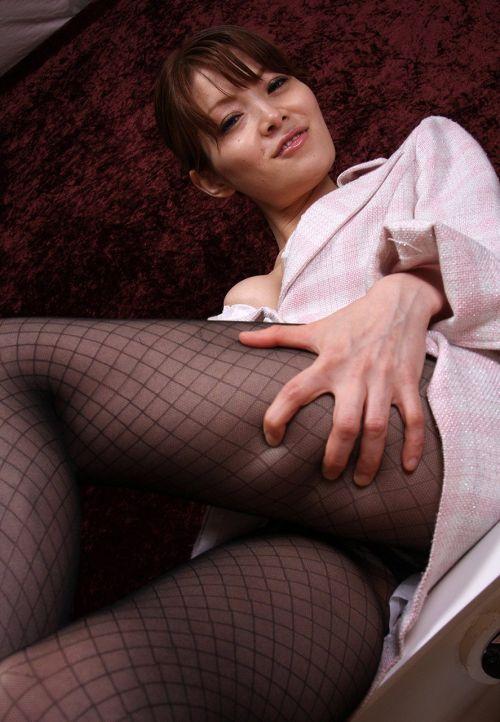 黒ストッキングを履いたの熟女の太ももとお尻に顔を埋めたくなるエロ画像 37枚 No.18