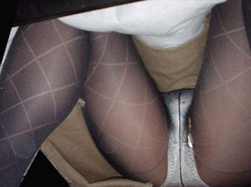 黒ストッキングを履いたの熟女の太ももとお尻に顔を埋めたくなるエロ画像 37枚 No.37
