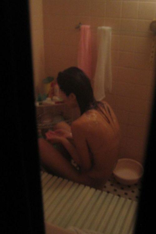 【民家盗撮】お風呂で体を洗ってる女の子って色っぽいよなwww 41枚 No.14