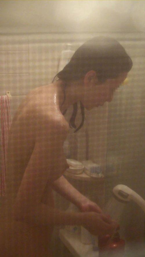 【民家盗撮】お風呂で体を洗ってる女の子って色っぽいよなwww 41枚 No.15