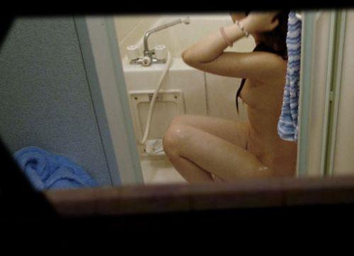 【民家盗撮】お風呂で体を洗ってる女の子って色っぽいよなwww 41枚 No.17