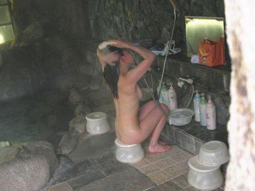 【民家盗撮】お風呂で体を洗ってる女の子って色っぽいよなwww 41枚 No.24