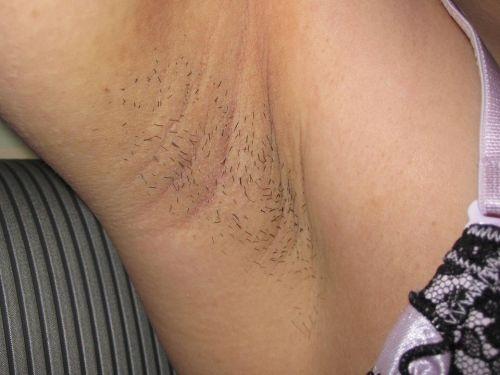 下着や水着の腋から見えちゃってるワキ毛に勃起しちゃうエロ画像 41枚 No.8